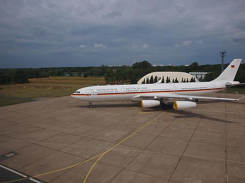 Flugbereitschaft_A340_TheodorHeuss